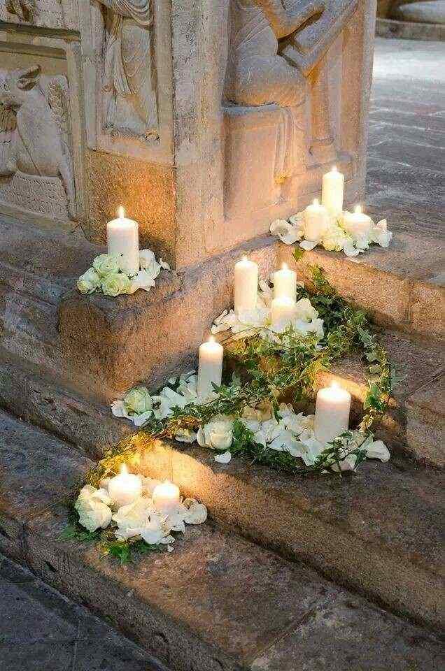 Decorazione petali e candele