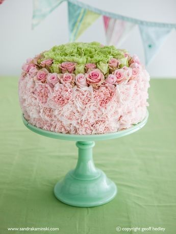 composizione fiorita a torta