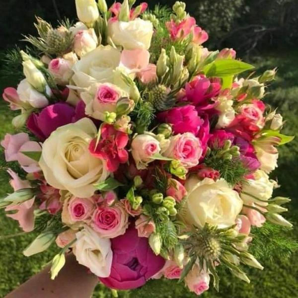 Mazzo di rose e roselline
